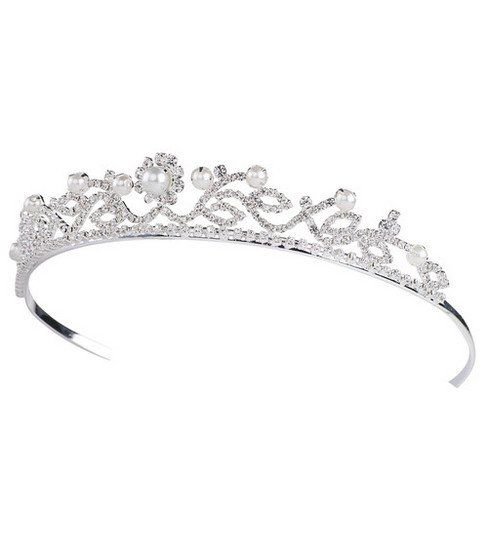 Inexpensive tiaras... OMG I want a birthday tiara in the worst way.