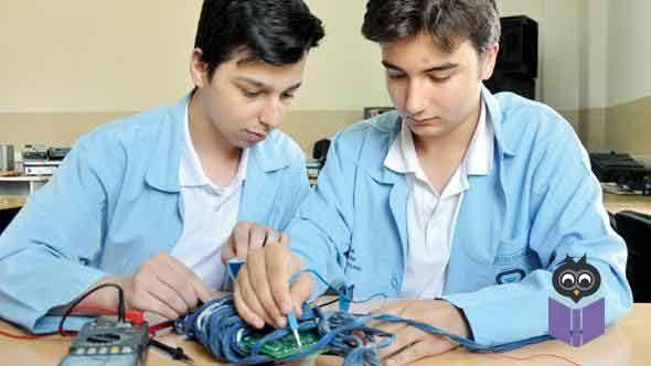 Milli Eğitim Bakanlığı Ortaöğretim Kurumları Yönetmeliği'nde yapılan değişiklikle, mesleki eğitim merkezlerinde bir ders yılı süresi 36 hafta olarak belirlendi. Teorik eğitim haftada en az bir, en fazla iki gün olacak. Yeni yönetmelikle ayrıca, 18 yaş üstü bireylerin bu merkezlere kayıt yaptırıp lise mezunu olabilmelerinin de önü açıldı.  Milli Eğitim Bakanlığı (MEB) tarafından çıraklık eğitimini zorunlu eğitim kapsamına alan kanuna dayanılarak hazırlanan 'Ortaöğretim Kurumları…