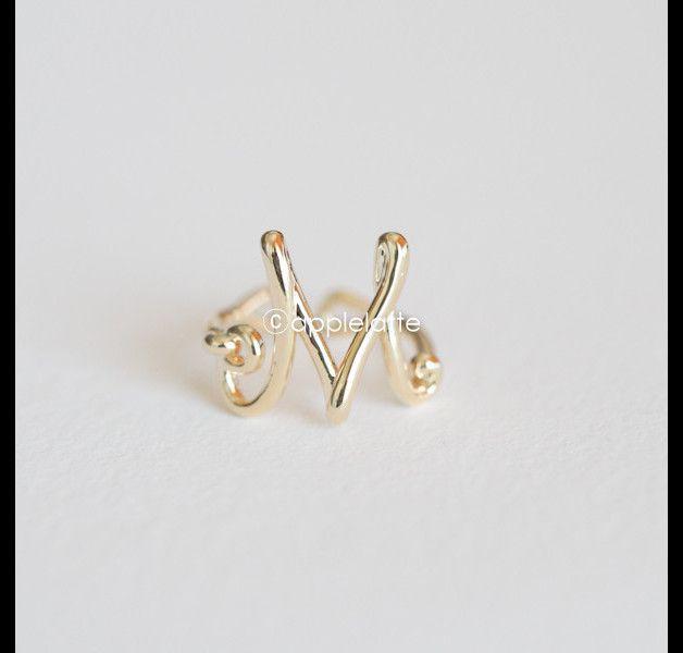 Anillos de la amistad - Wire wrapped Initial Ring - hecho a mano por applelatte…