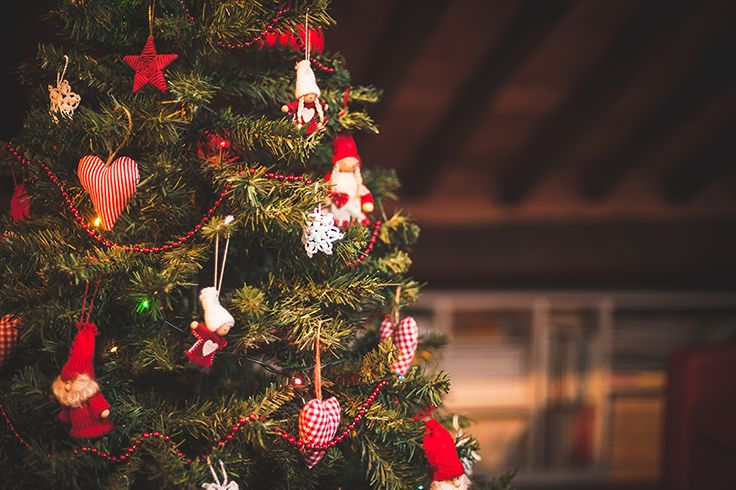 ¿Cuidados para tu árbol de Navidad? Dale un buen soporte, no lo sobrecargues con adornos tan pesados y revisa sus ramas todos los años. #SodimacHomecenter