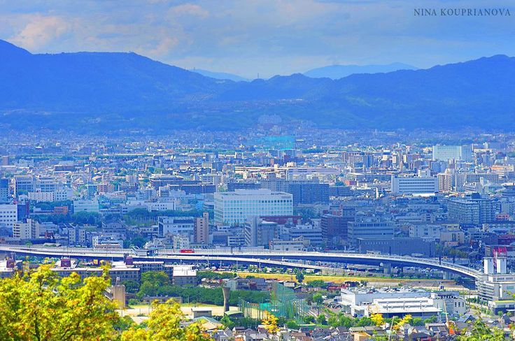 Cold November nights make you think of something warmer...and faaaar away. 🌞  #cityscape #adventure #blue #mountains #montagna #montagne #berg #japan #kyoto #japantravel #япония #киото #путешествия #синий #небо #горы #青 #山 #京都 #vacation