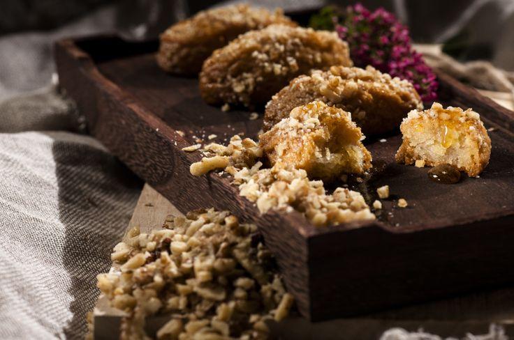 Μελομακάρονα (Melomakarona), a traditional Greek Christmas treat made of semolina and honey, from afoi Asimakopouloi in Athens http://asimakopouloi.com/