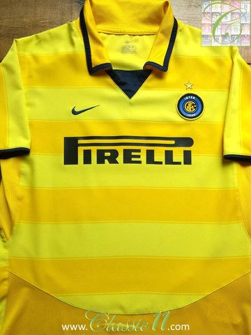 Relive Internazionale's 2003/2004 season with this vintage Nike away football shirt.