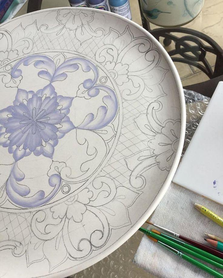 Voltando... 😍 Para informações sobre valores mandem direct! #ceramica #ceramic #cerâmica #ceramics #art #arte #artista #artist #decoration #decoracao #decoração #pintura #pinturaamao #handmade #lilianacastilho