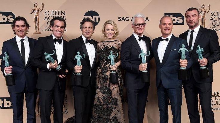 Spotlight Jadi Film Terbaik Berikut Daftar Peraih Oscar 2016 : Film garapan Tom McCarthy berjudul Spotlight berhasil meraih penghargaan Film Terbaik dalam ajang penghargaan Oscar ke-88 yang dihelat di Dolby Theater Amerika Serikat