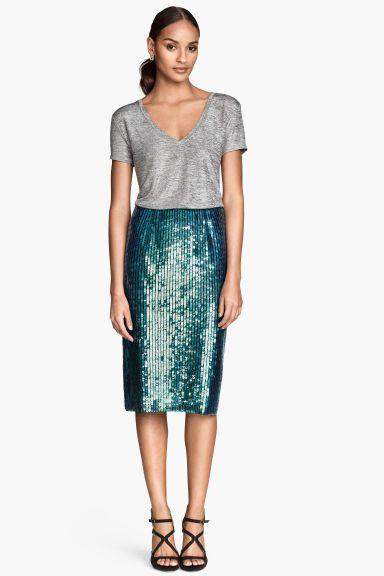 Falda de lentejuelas: Falda hasta la rodilla en malla con bordado de lentejuelas. Falda con cremallera oculta y abertura detrás. Forrada.