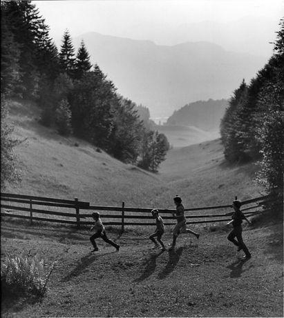 Atelier Robert Doisneau   Site officiel   //  Vers Kufstein. Tyrol, 1957. Summer Holidays In Austria .
