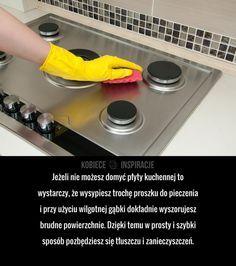 Jeżeli nie możesz domyć płyty kuchennej to wystarczy, że wysypiesz trochę proszku do pieczenia i przy użyciu wilgotnej gąbki dokładnie ...