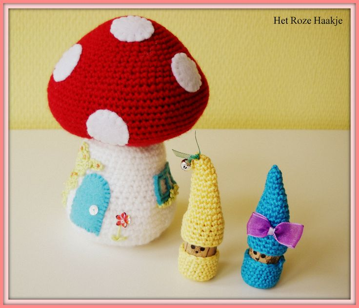 Crochet toadstool (with link to free pattern)