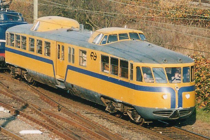 De Kameel is de bijnaam van een Nederlands dieselelektrisch motorrijtuig, dat in 1954 door de Rotterdamse fabriek van rollend materieel Allan is gebouwd als directierijtuig voor de Nederlandse Spoorwegen.
