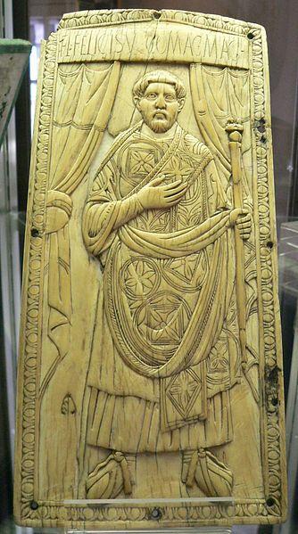 Ritratto di Costanzo Felice sul dittico consolare del 428. Felice era stato sostenitore di Galla e, in qualità di magister utriusque militae, divenne l'uomo forte dell'Impero romano d'Occidente nei primi anni della reggenza dell'augusta, ma perse la sua influenza di pari passo con l'ascesa di Ezio, il quale lo fece arrestare e uccidere nel 430.