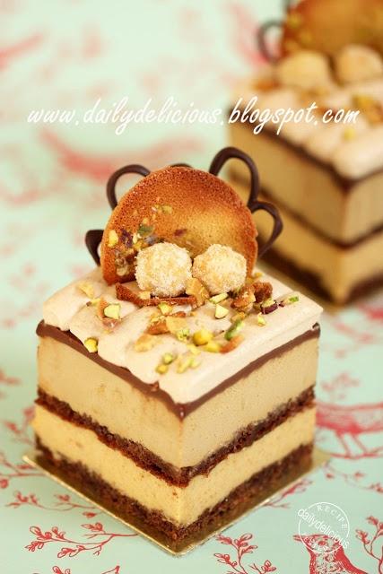 Mon Entremets, Café panaché  (Coffee, caramel and mixed nut cake)