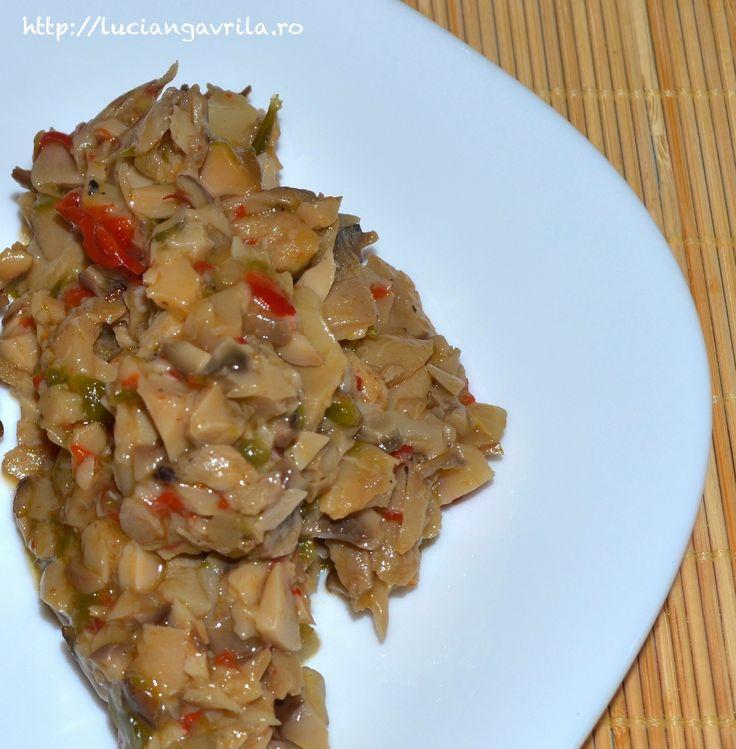 Tocană de hribi cu ardei gras