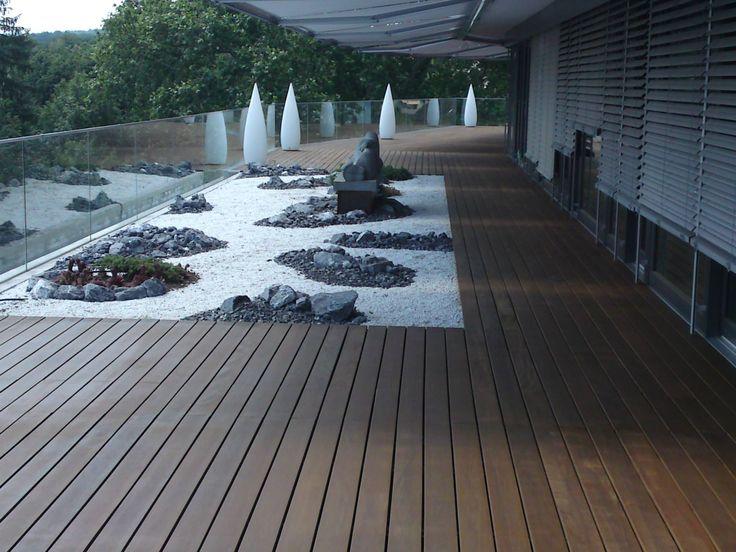 Holzterrasse bzw. Dachterrasse mit Clips verdeckt montiert - einzelne Dielen austauschbar, Alu Unterkonstruktion möglich - www.bs-holzdesign.de