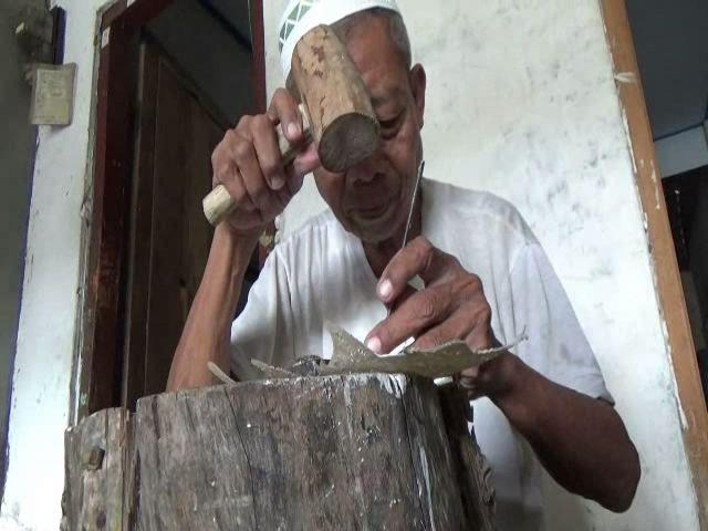 Kakek Qodrat Tetap Tekuni Kerajinan Wayang Kulit
