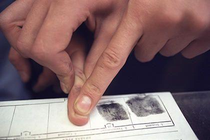 С 2017 года всех въезжающих в Россию иностранцев заставят сдавать отпечатки пальцев http://joinfo.ua/sociaty/1187990_S-2017-goda-vezzhayuschih-Rossiyu-inostrantsev.html
