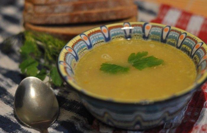 Гороховый суп с ребрышками http://mirpovara.ru/recept/3160-gorohovyj-sup-s-rebryshkami.html  Гороховый суп с ребрышками - питательное блюдо, обладающее выразительным вкусом и пикантной ноткой. ...  Ингредиенты:  • Ребра свиные копченые - 500г. • Горох - 250г. • Картофель - 350г. • Лук репчатый - 100г. • Морковь - 100г. • Лавровый лист - 3шт. • Масло растительное - для жарки • Зелень - по вкусу • Соль - по вкусу • Перец черный молотый - по вкусу  Смотреть пошаговый рецепт с фото, на странице…