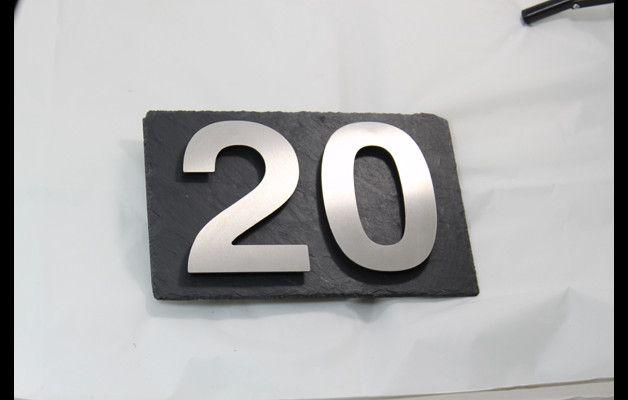 Hausnummern - Edelstahl Hausnummer auf Schieferplatte anthrazit - ein Designerstück von Thorwa bei DaWanda