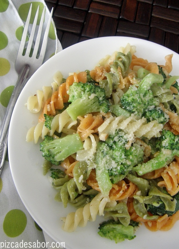 Fusilli con brócoli | Pizca de Sabor