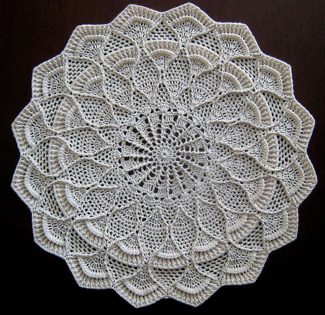 Pauletta doily from Leisure Arts #3853, Mary's Doilies  by Mary Werst; Leisure Arts