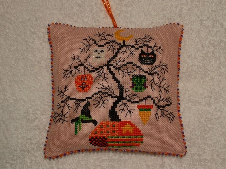 Free Halloween Cross Stitch | Speedy Stitcher ~ Cross Stitch and Stuff
