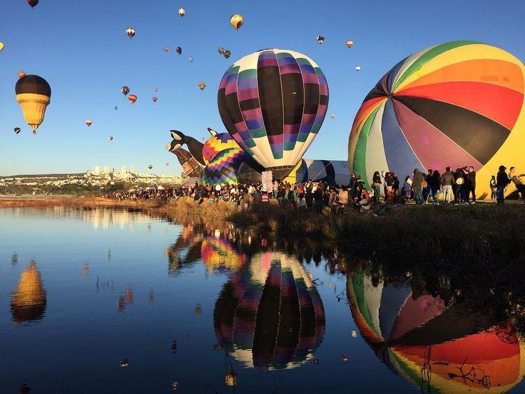 #FIG2017  León. . . . . . . . . . . . . . . . . . . . . . . . #leon #igersleon #gto #guanajuato #igersgto #landscape #landscaping #pasionxguanajuato #mextagram #mextagramers #mexifables #instapic #colors #mexicolors #vsco #vscocam #globos #aerostatico #globe #reflection #mirror #sky #skyporn
