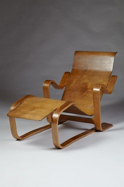 Long chair. Designed by Marcel Breuer for Isokon, England. 1936. Steamed bent birch and birch plywood.