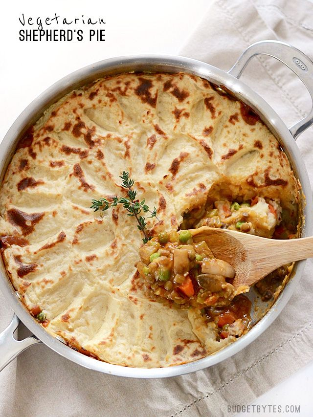 A colorful vegetable medley and a rich brown gravy make this Vegetarian Shepherd's Pie just as satisfying as its beef counterpart. Step by step photos. - BudgetBytes.com