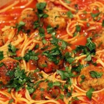Linguine met tomatensaus & gehaktballetjes