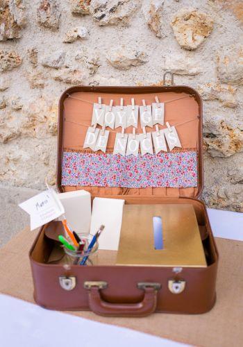 Valise en cuir marron vintage pour urne ou support d'urne