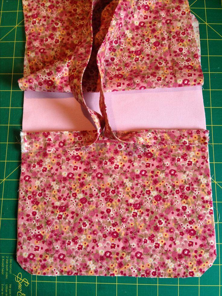 Pochette en tissu d tail couture sacs pinterest sac en bandouli re tuto couture sac et - Tuto pochette bandouliere ...