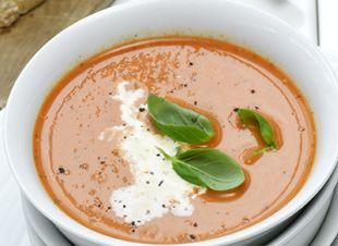 Soep is gezond, slank �n lekker. En je kunt er eindeloos mee vari�ren. Kortom: soep is super! Hier een heerlijk recept voor tomatensoep met basilicum en room. Voor 4 personen Benodigdheden *2 el olijfolie *1 ui, gesnipperd *2 teentjes knoflook,geperst�