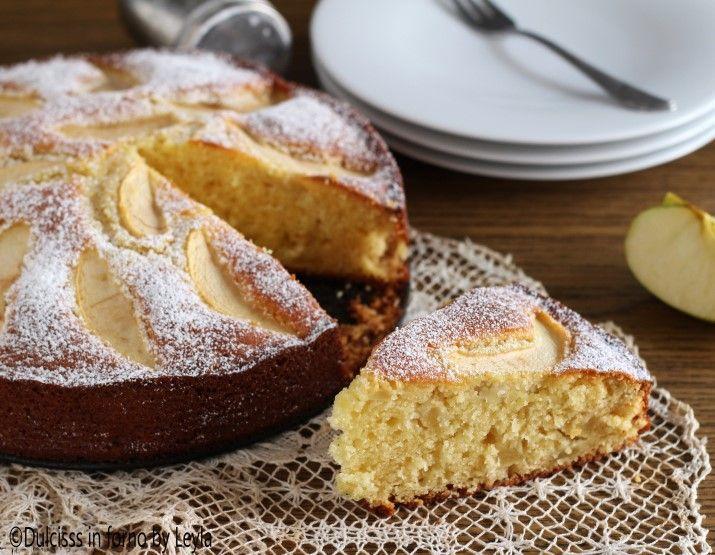 La ricetta della Torta di mele e mascarpone: una torta soffice soffice, morbida e golosa. Un'ottima variante alla classica torta di mele.