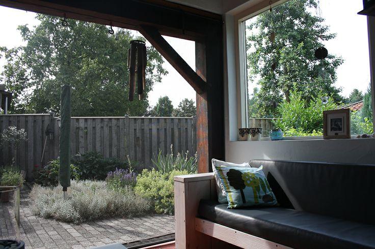 25 beste idee n over buiten zitten op pinterest bankjes zitplaatsen inde tuin en openluchtbanken - Buiten terras model ...