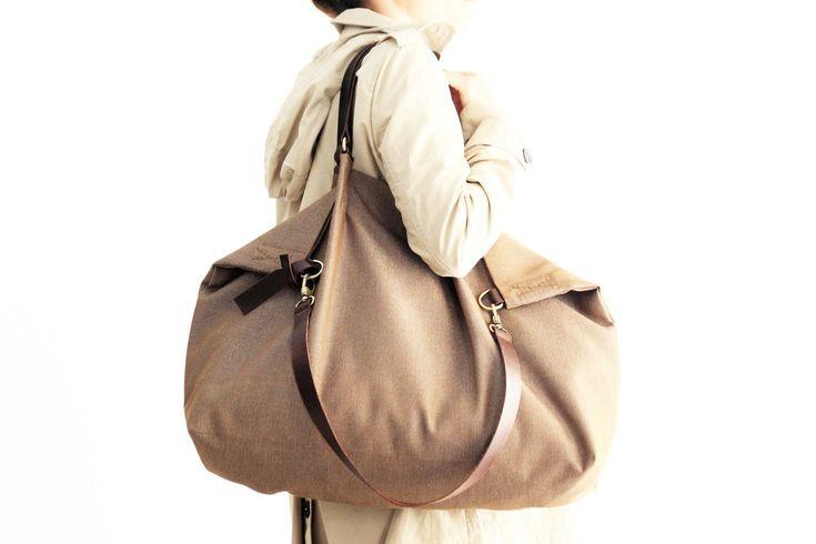 Weekend bag, borsa in tela e cuoio scuro, in tessuto IDROREPELLENTE marrone…