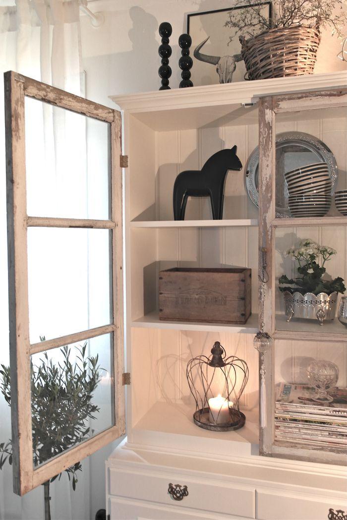 Gamla fönster har en charm och patina som nya fönster ofta saknar. I somras hade vi turen att trilla över ett helt gäng gamla fönster, som vi så klart ville göra något med. Idén om att bygga…