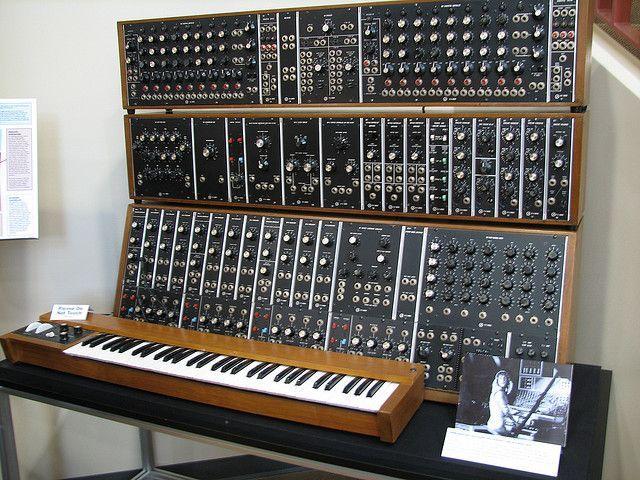 1000+ ideas about Moog Synthesizer on Pinterest | Leslie speaker ...