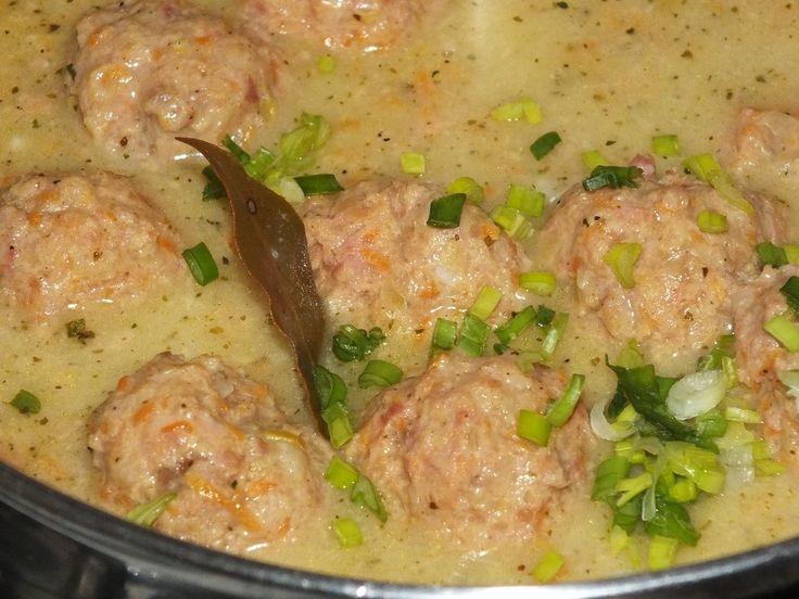 Mam mielone mięso i zastanawiam się co by tu z niego zrobić? Znowu te nudne kotlety mielone, czy tym razem coś innego? Też tak macie?? ;) Przepis na delikatne mięsne pulpeciki z warzywami.