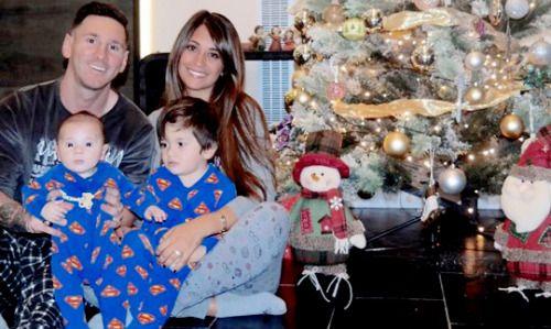 ¡Feliz Navidad!-----Leo messi ,Antonella Roccuzzo y sus hijos Thiago y Mateo