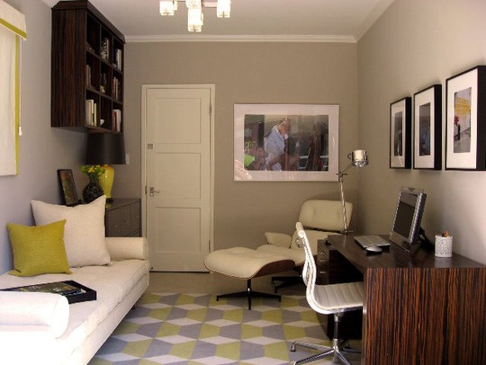Another great guestroom / office --> this one has a daybed and a gorgeous contemporary wooden desk.