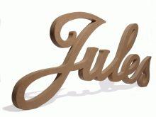 Sierlijke letters in hout