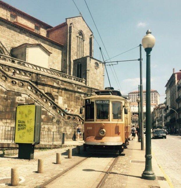 Due giorni a Porto, la capitale europea dei contrasti | Via Bradipinviaggio Blog | 03/09/2016 Finalmente, Porto. Dopo due mesi trascorsi a progettare il nostro viaggio in Portogallo, l'avventura dei Bradipi comincia davvero. Sole, nebbia e tutto il fascino di una città splendida e decadente. #Portugallo #Portugal