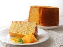 楽天が運営する楽天レシピ。ユーザーさんが投稿した「チーズスフレ風チーズケーキシフォン【No.355】」のレシピページです。さっぱりした味わいで酸味が爽やかな、しっとりした口当たりのチーズケーキ風味のシフォンケーキです。。チーズケーキシフォン。■シフォン生地,クリームチーズ,グラニュー糖,卵黄,サラダ油,ヨーグルト,レモン汁,レモン皮(国産・すりおろす),薄力粉,ベーキングパウダー