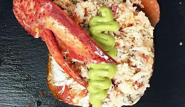 Tartine de homard et Mayo truffée sur pain brioché!