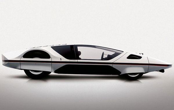 Ferrari Modulo est présentée pour la première fois au salon de Genève de 1970. Ce prototype de coupé sportif, à moteur V12 arrière, est alors très éloigné du langage Ferrari traditionnel. Cette soucoupe roulante se veut au contraire froide et technologique, empruntant largement à l'univers de l'aérospatial. Ultra plate avec ses quatre roues dissimulées dans la carrosserie et ses phares centraux, la Modulo s'équipait d'un astucieux toit à bascule permettant de monter à bord.