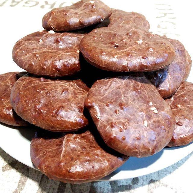 WEBSTA @ recetasfitnessana - Bueenos días! Ayer estuve de cocinitas, e hice estas galletas, para los celiacos 👉 no llevan gluten!! Esta mañana me desayuné unas cuantas acompañadas de un kiwi y un té negro 👌 Aquí tenéis la receta de las galletas:▶200g de harina de arroz▶100g de proteína whey sabor vainilla▶220g de leche de coco descremada (de lata)▶15g de cacao puro en polvo desgrasado▶35g de almendra en cubitosEn un bol, mezclamos bien todos los ingredientes. Ponemos papel de horno sobre…