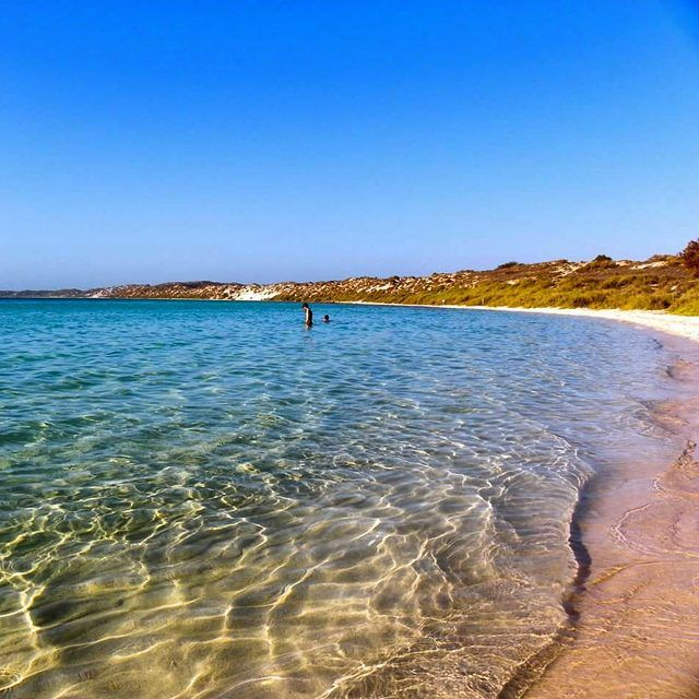 Wicked weather and stunning snorkelling make Coral Bay a long but cool roadtrip from Perth. Follow us for more travel pics and beachy delights. #thisiswa #summer #travelblogger #travelphotography #roadtrip #australia #snorkelling #naturephotography #beach #ningaloo #ballsouttraveller