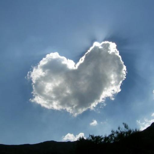 Una colección de nubes con formas curiosas. ¿Qué formas ves en el cielo? #tierno…