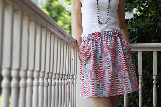 Straight skirt with square pockets, elastic waist