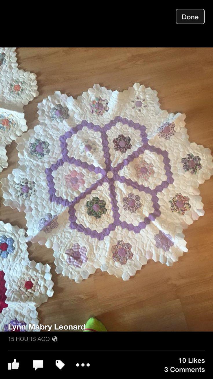 412 besten hexagon quilt bilder auf pinterest sechsecke sechseck quilten und applikationen. Black Bedroom Furniture Sets. Home Design Ideas